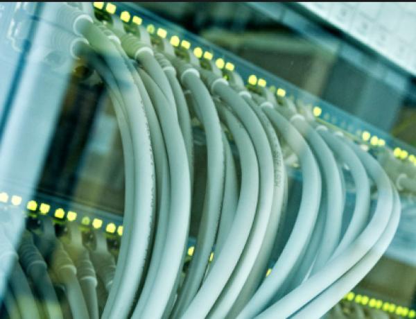 Mitarbeiter für die Netzwerk- und Serverbetreuung im Außendienst